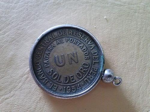 medalla con moneda peruana.