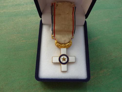 medalla cruz sin estuche - vp
