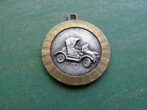 medalla de auto antiguo - vp