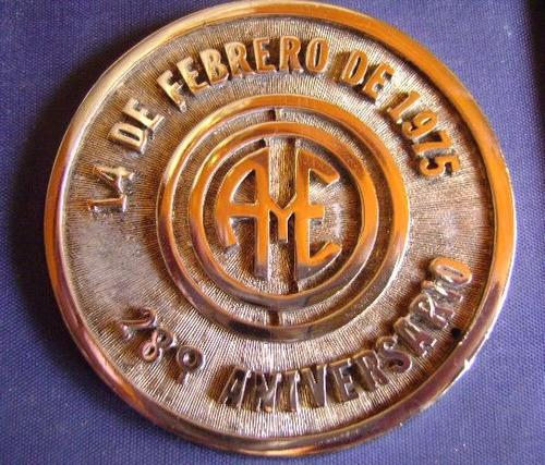 medalla de los 28 años de aguas y energia