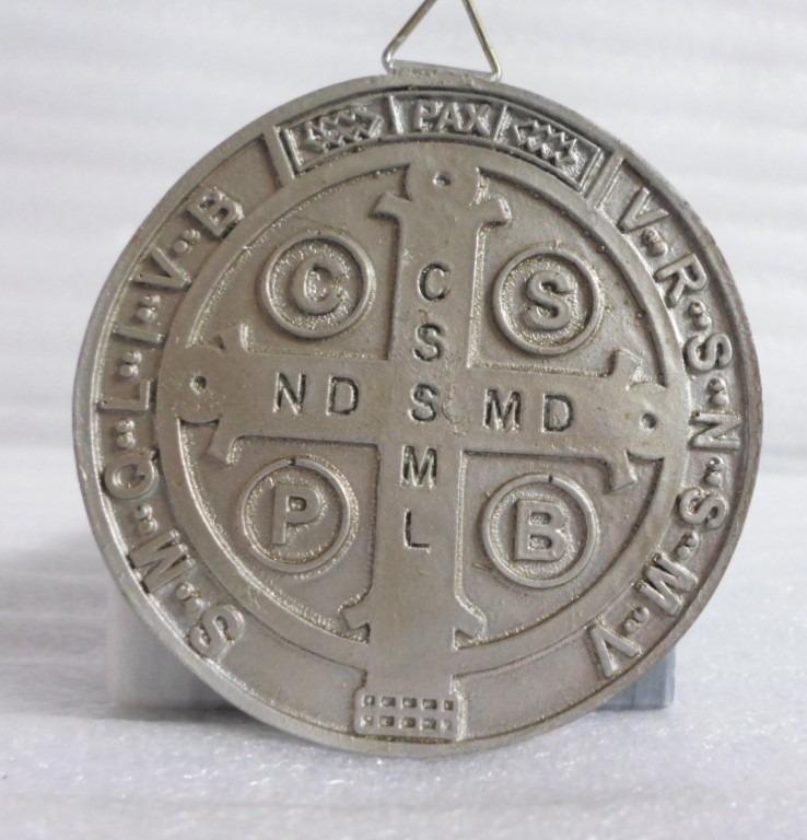 Medalla de san benito avalada por la iglesia cat lica for Puerta 19 benito villamarin