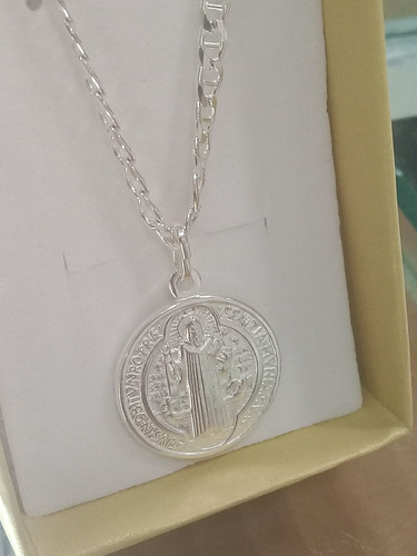 medalla de san benito en plata en promo para proteccion