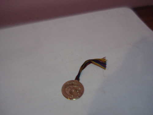 medalla dorada de futbol (usada) (coleccionista)
