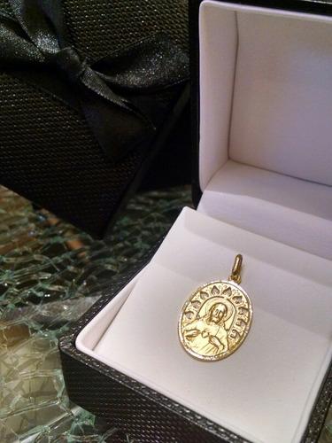 medalla en oro del sagrado corazón de jesús