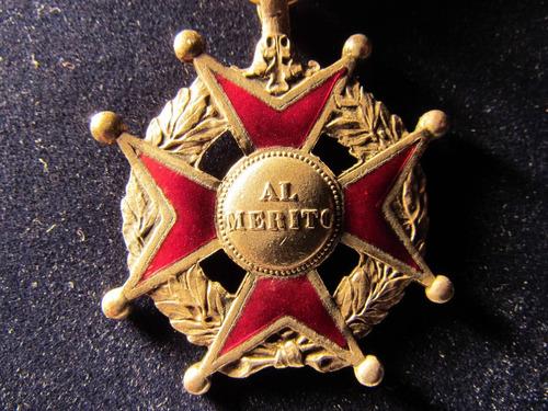 medalla esmaltada al merito con cinta original 3,5 cms