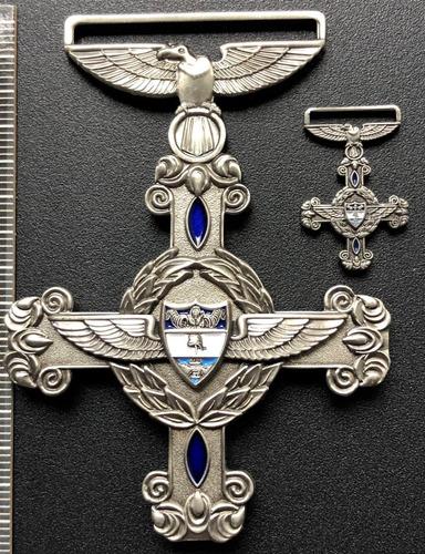 medalla fuerza aérea cruz al mérito aeronáutico