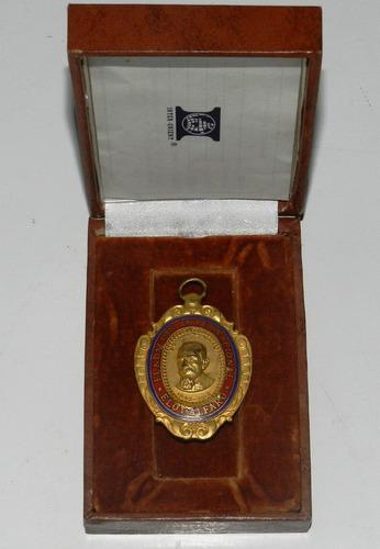 medalla fundación internacional eloy alfaro