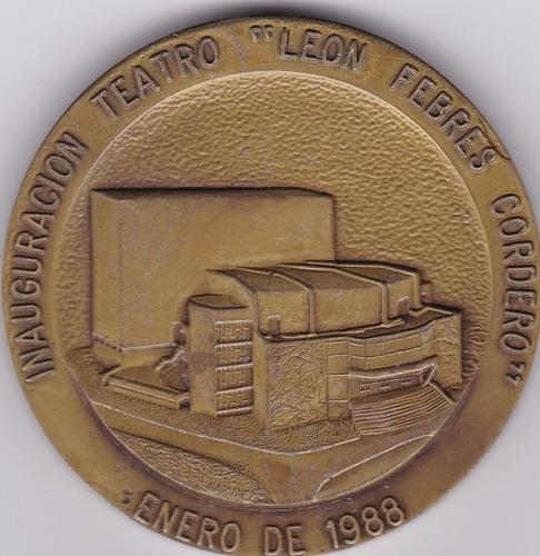 medalla inauguracion teatro leon febres cordero 1988