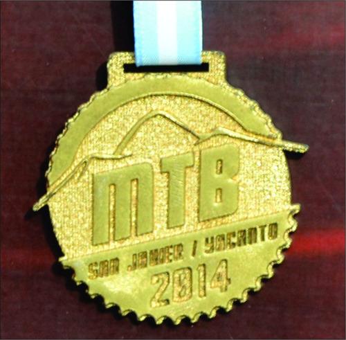 medalla llavero metal zamak carrera patin bmx futbol 50 mm