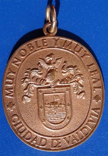 medalla muy noble y muy leal ciudad de valdivia.