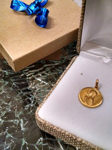 medalla oro 10k madona manos