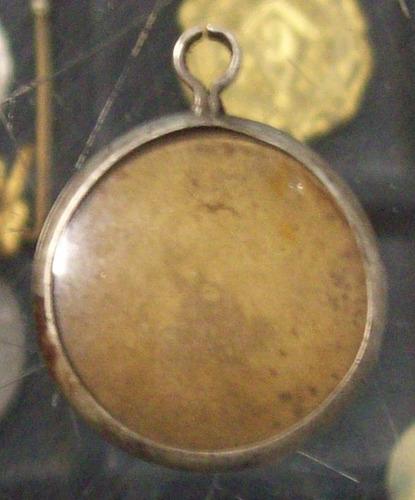 medalla porta pelos revolucion de saravia y lamas