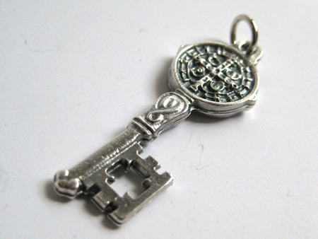 medalla san benito llave de san benito dije en plata envios