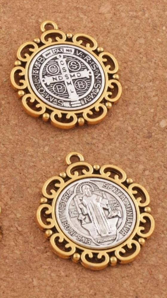 64ed0389213 Medalla San Benito Protección Amuleto -   12.000 en Mercado Libre