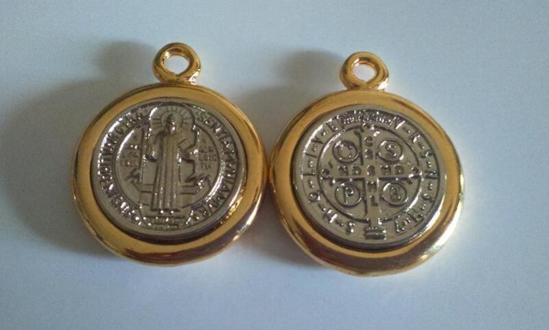 fe944bf188d medalla san benito.dos tonos 3cm. Cargando zoom.