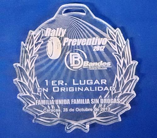 medallas acrílicas en grabado láser y color