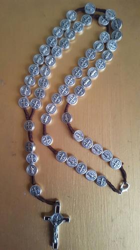 medallas cruces rosarios de san benito abad fabricación