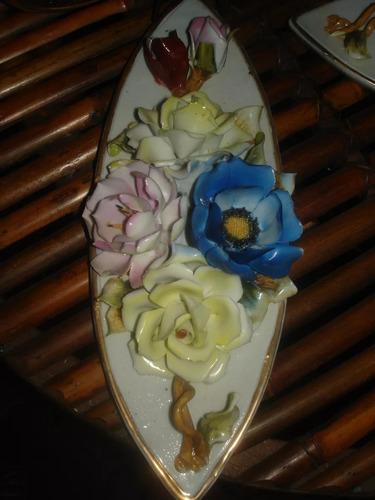 medallon antiguo de porcelana capodimonte de flores pintado