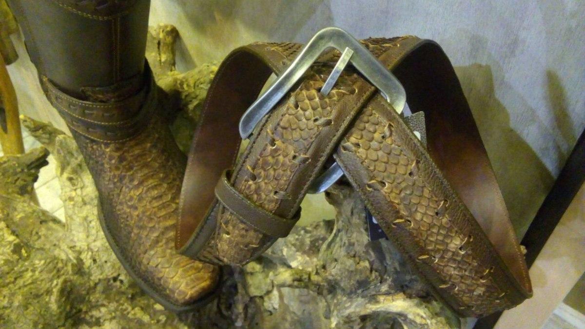 12ef6669bbe media bota cuadra vaquera u cierre piel pitón kaos cacao. Cargando zoom.