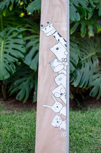 medidor de altura infantil de madera nórdico