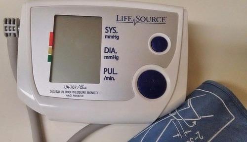 medidor de presion arterial digital auto-inflable ac-dc
