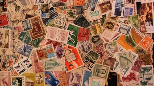 medio kilo de estampillas universales (aprox 8500 sellos)