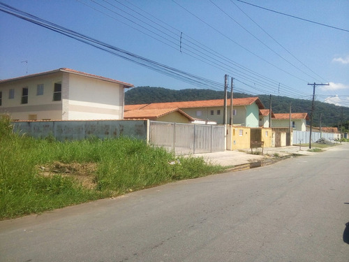 meio lote no bairro itaguai (828)
