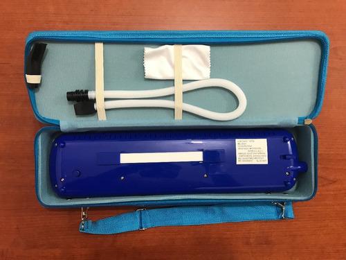 melódica azul con 32 teclas negras estuche vitale qm32a-6bl