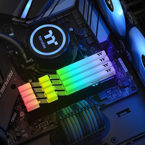 memoria ddr4 thermaltake toughram 16gb 4400mhz rgb 2