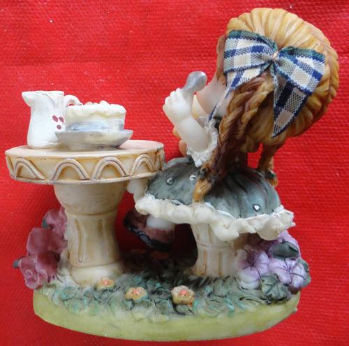 menina na mesa de chá - resina - italiana - dimontti -  a14