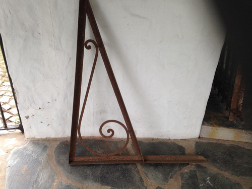 mensula de hierro antigua