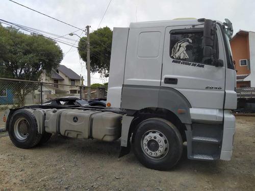 mercedes 2040 4x2 2008 gabinado caminhão sem detalhes