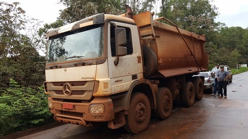 mercedes 4844 k 8x4 ano 2011/2011 caçamba rossetti