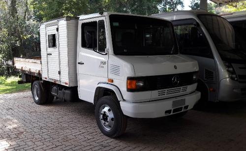 mercedes 710 4x2 ano 2010/2011 (com módulo para passageiro