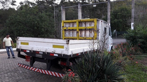 mercedes 710 4x2 ano 2011/2011 (com cabine suplementar)