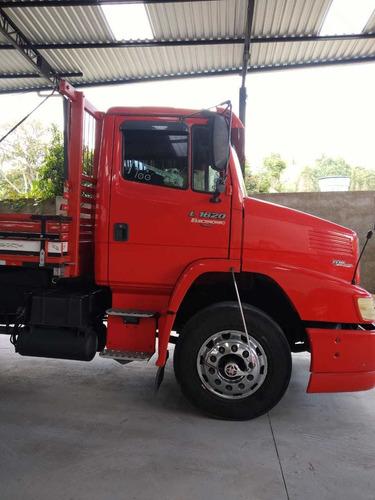 mercedes-benz 1620 truck carroceria