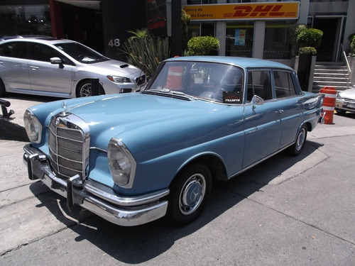 mercedes benz 220 sedan