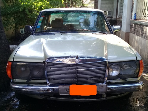 mercedes benz 330 d sedan 4 puertas año 1983