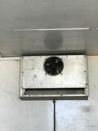 mercedes-benz 710 bau camara fria  acoalho  canaletado