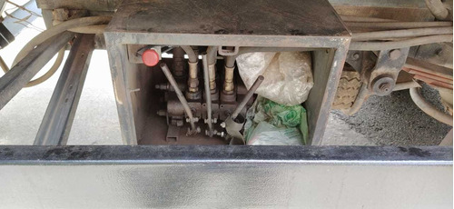 mercedes benz 710 com plataforma de guincho