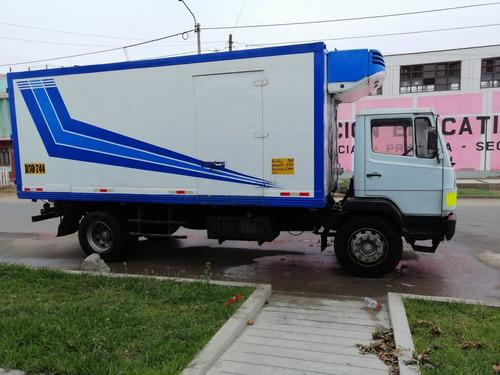 mercedes benz furgón frigorífico  4 x2