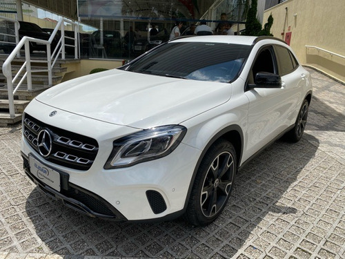 mercedes-benz gla 200 1.6 cgi night 7g-dct