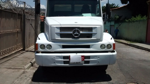 mercedes benz l1318 ano 2010