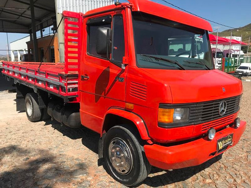 mercedes-benz mb 710 2001 com carroceria