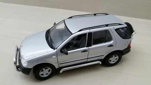 mercedes benz ml320 maisto 1/18