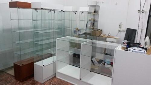 mes de rebajas vitrina exhibidora para colecciones