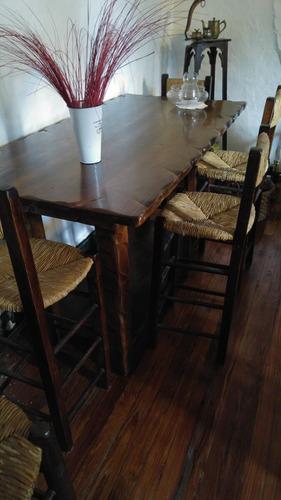 mesa alta con 4 sillas de madera exelente estado