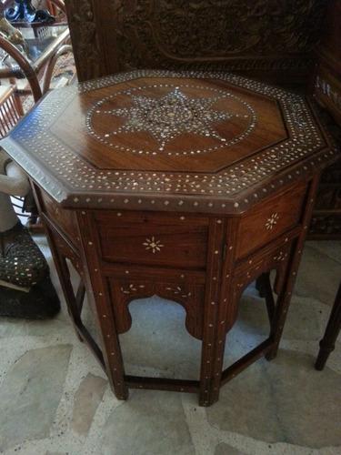 mesa arabe con incrustaciones en marqueteria