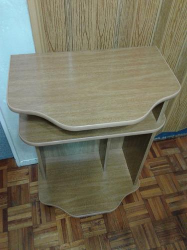 mesa arrime con estantes