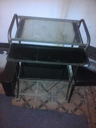 mesa auxiliar con vidrios